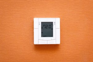 digital-thermostat-showing-temperature